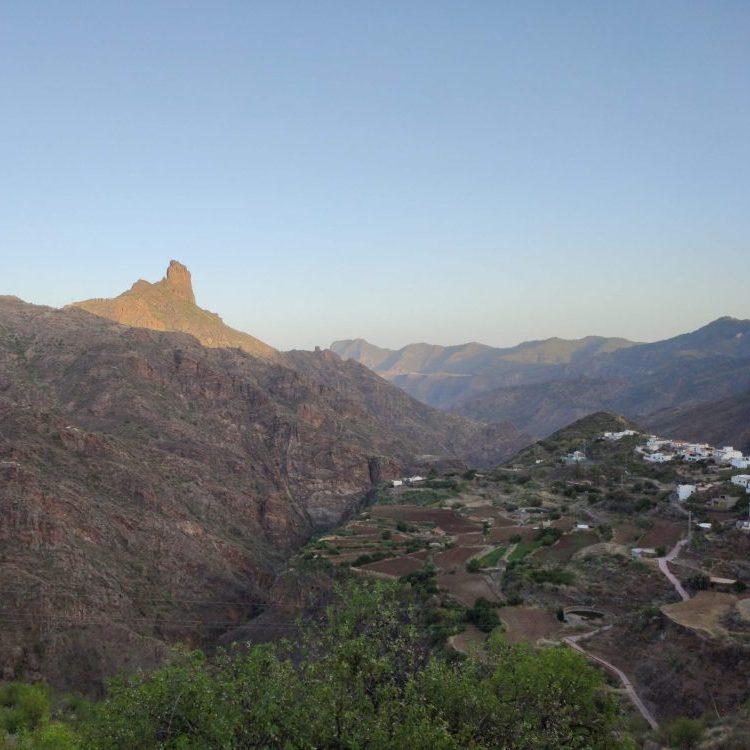 Vistas desde Tejeda al Roque Bentayga