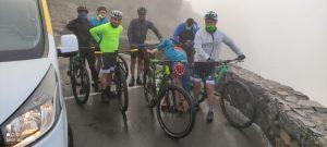 Foto de grupo en el Pico de las Nieves para realizar la bajada hasta Vecindario